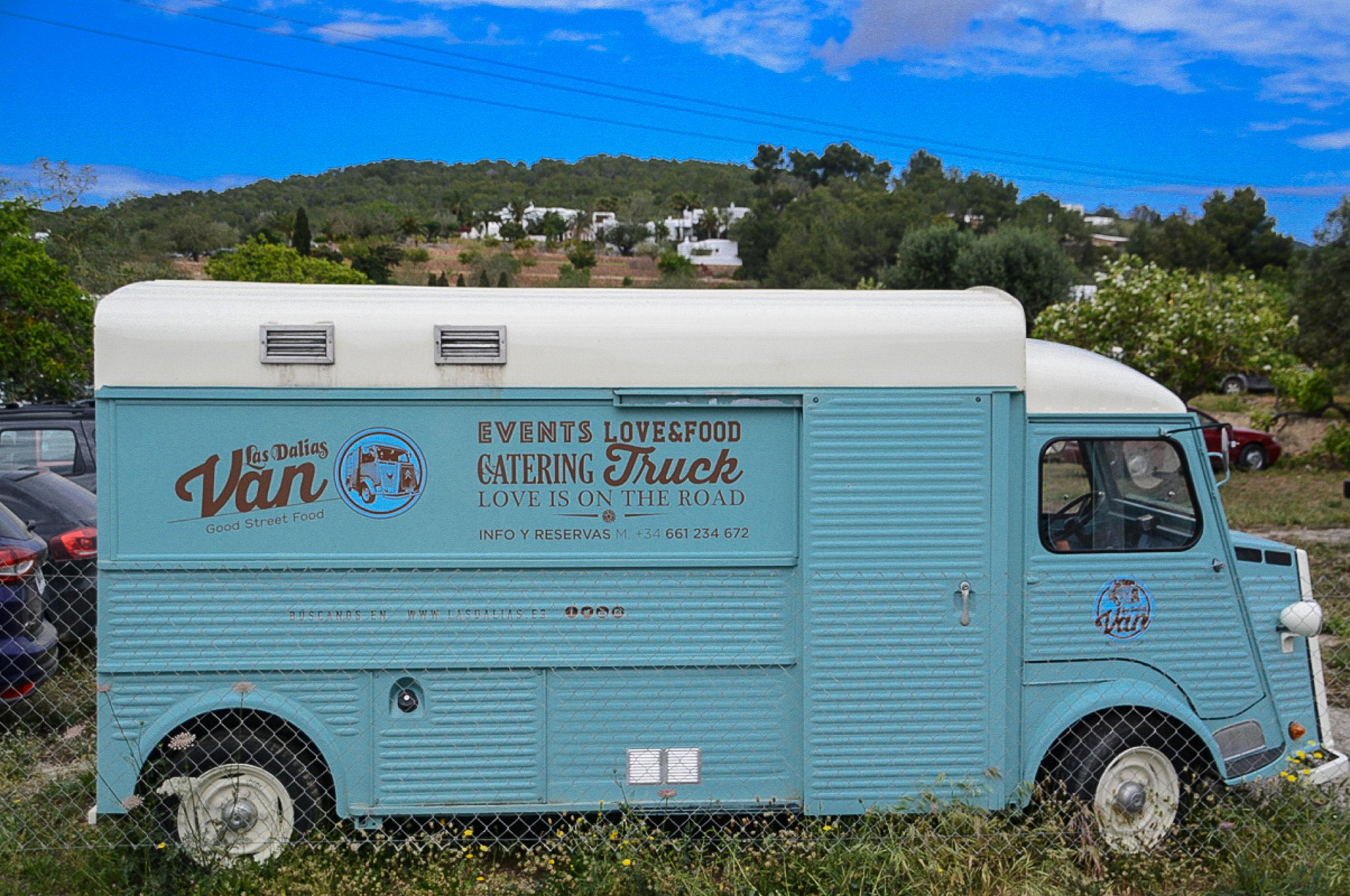 Street-Food aus dem Van auf dem Hippiemarkt Las Dalias auf Ibiza
