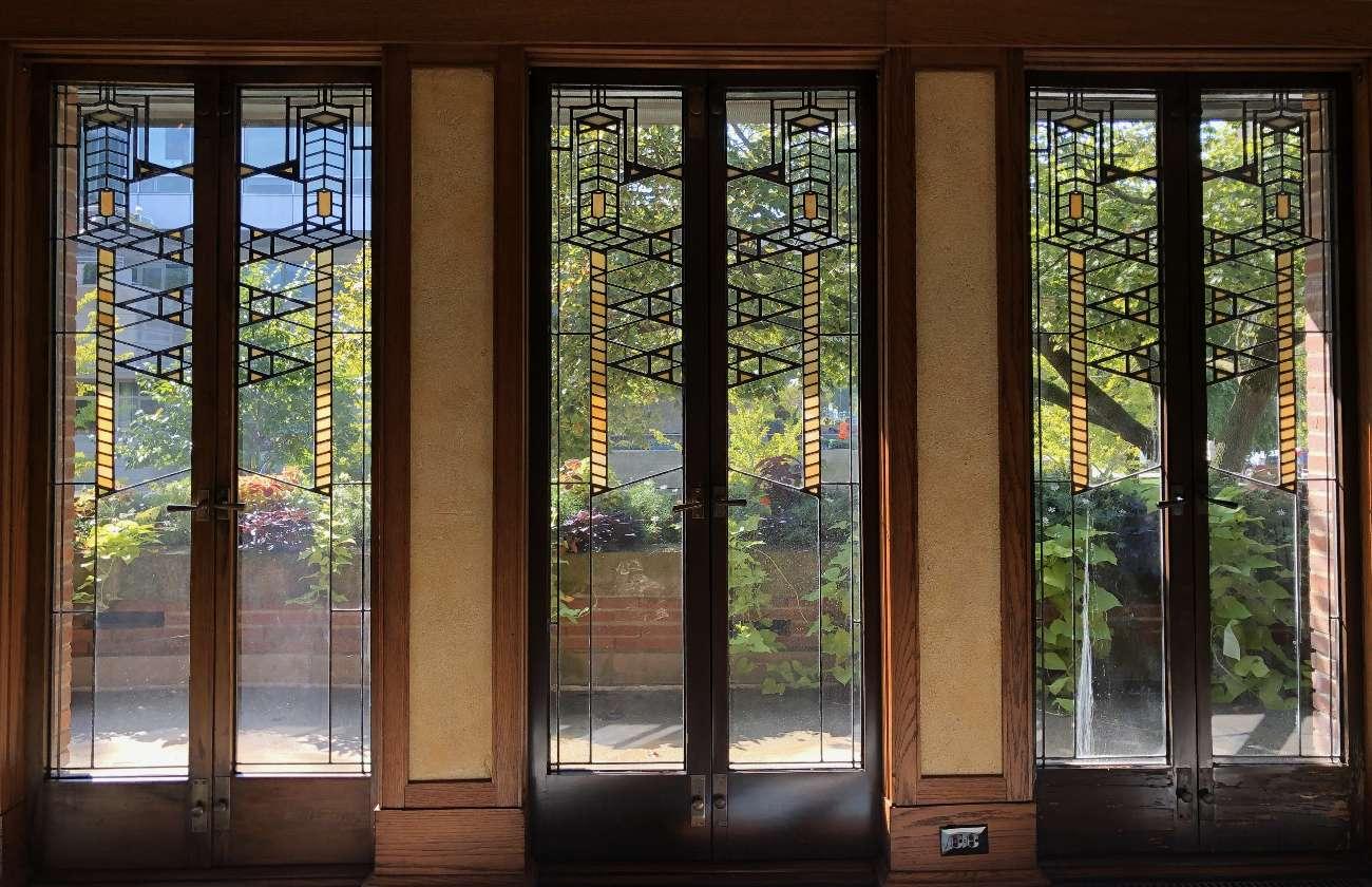 Türenfront mit Bleifenstern im Robie House in Chicago