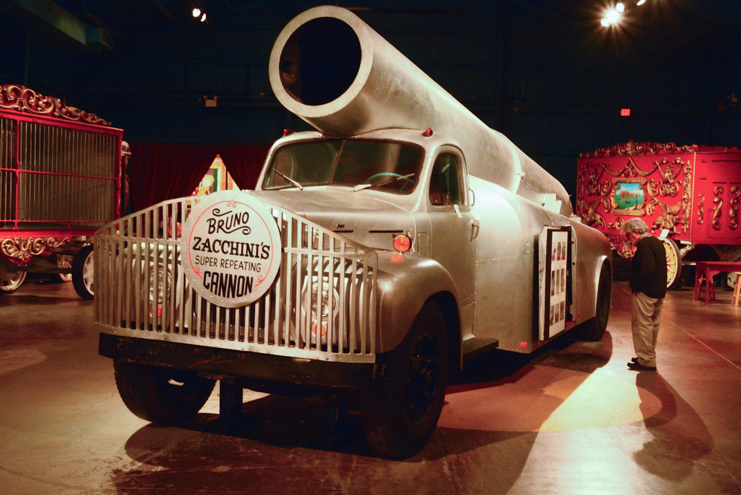 Die Menschenkanone von Zacchini's im Museum von The Ringling in Sarasota, Florida