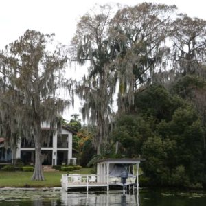 Villa mit Haus am Lake Osceola mit Eichen und spanischem Moos