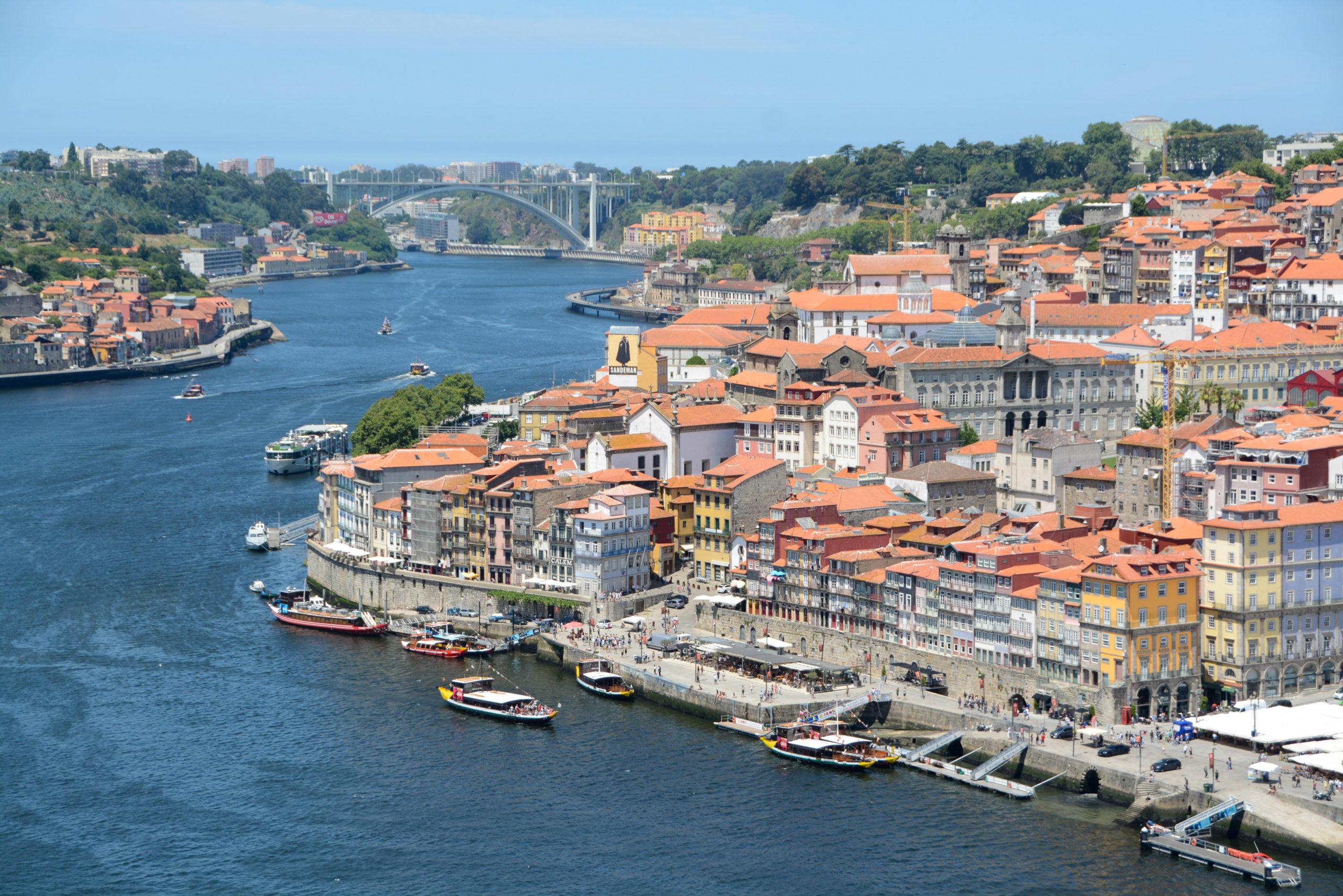 Cloesup von Kloster auf den Douro, die Altstadt von Porto und die Ponte Dom Luis I.