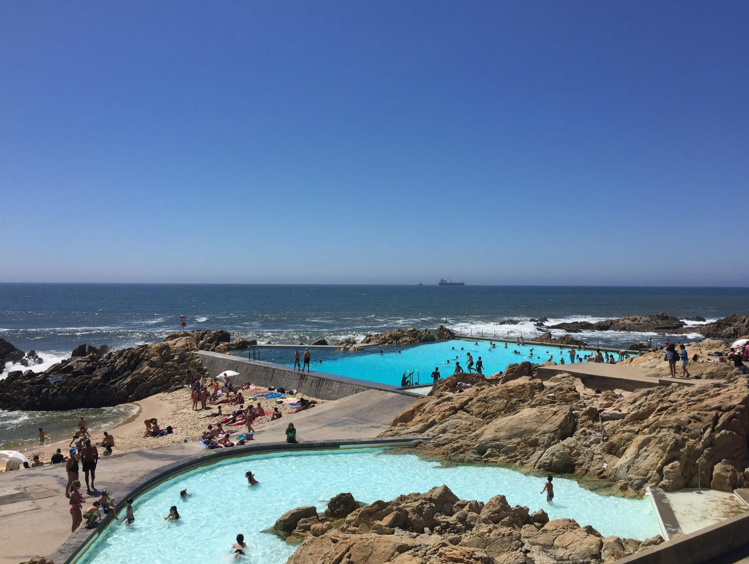 Schwimmbad Piscina das Mares in Matosinhos bei Porto mit zwei Becken und Ozean
