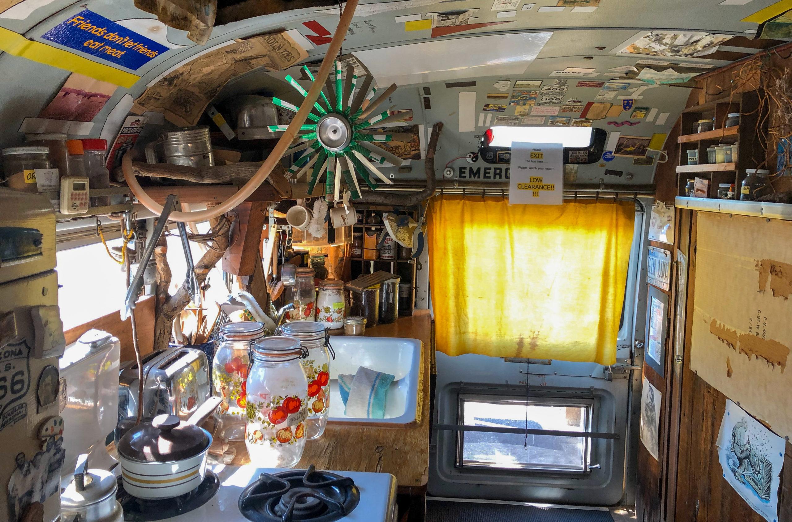 Innenleben von Bob Waldmires Road Yacht in Pontiac