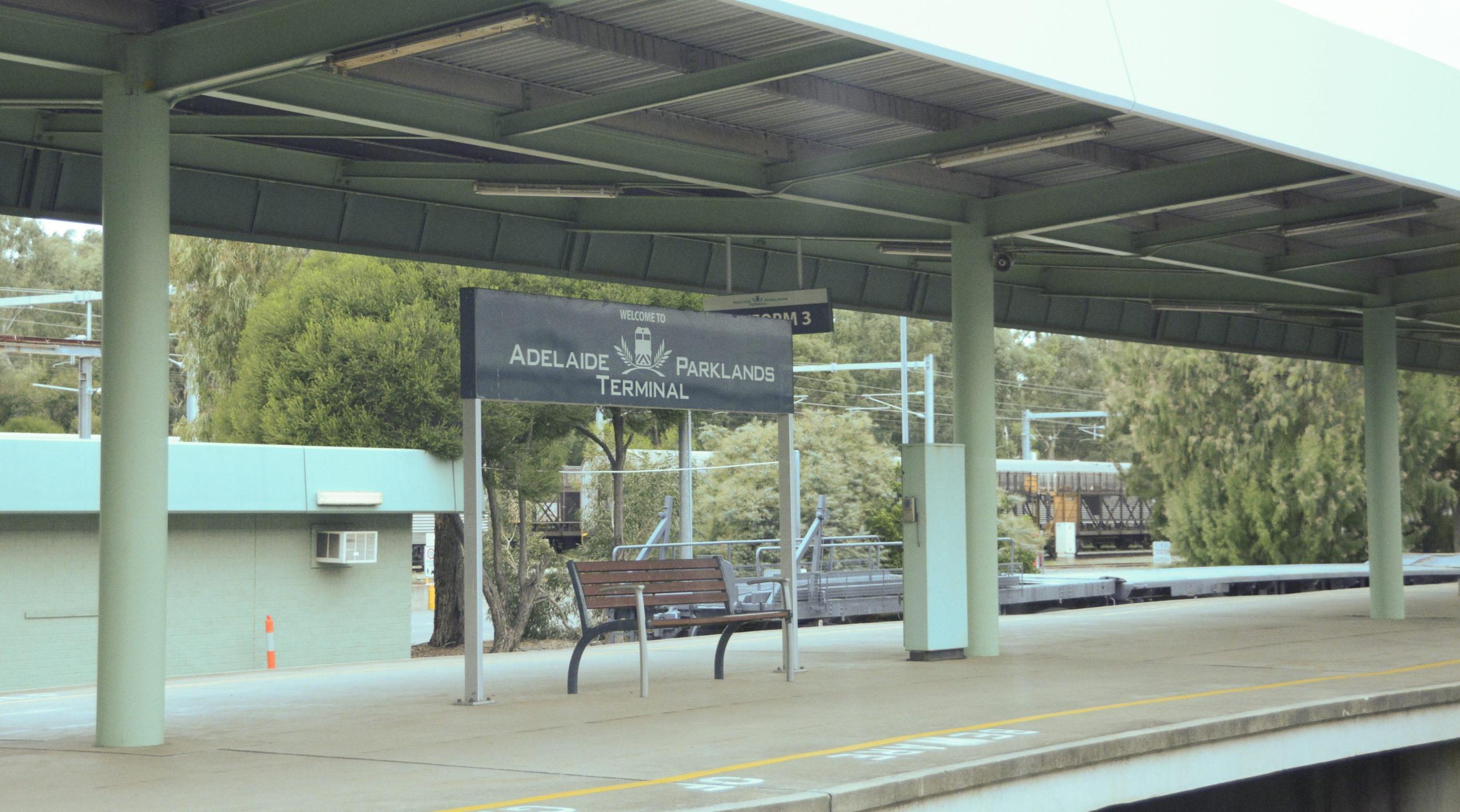 Der Bahnsteig von Adelaide Parklands Terminal