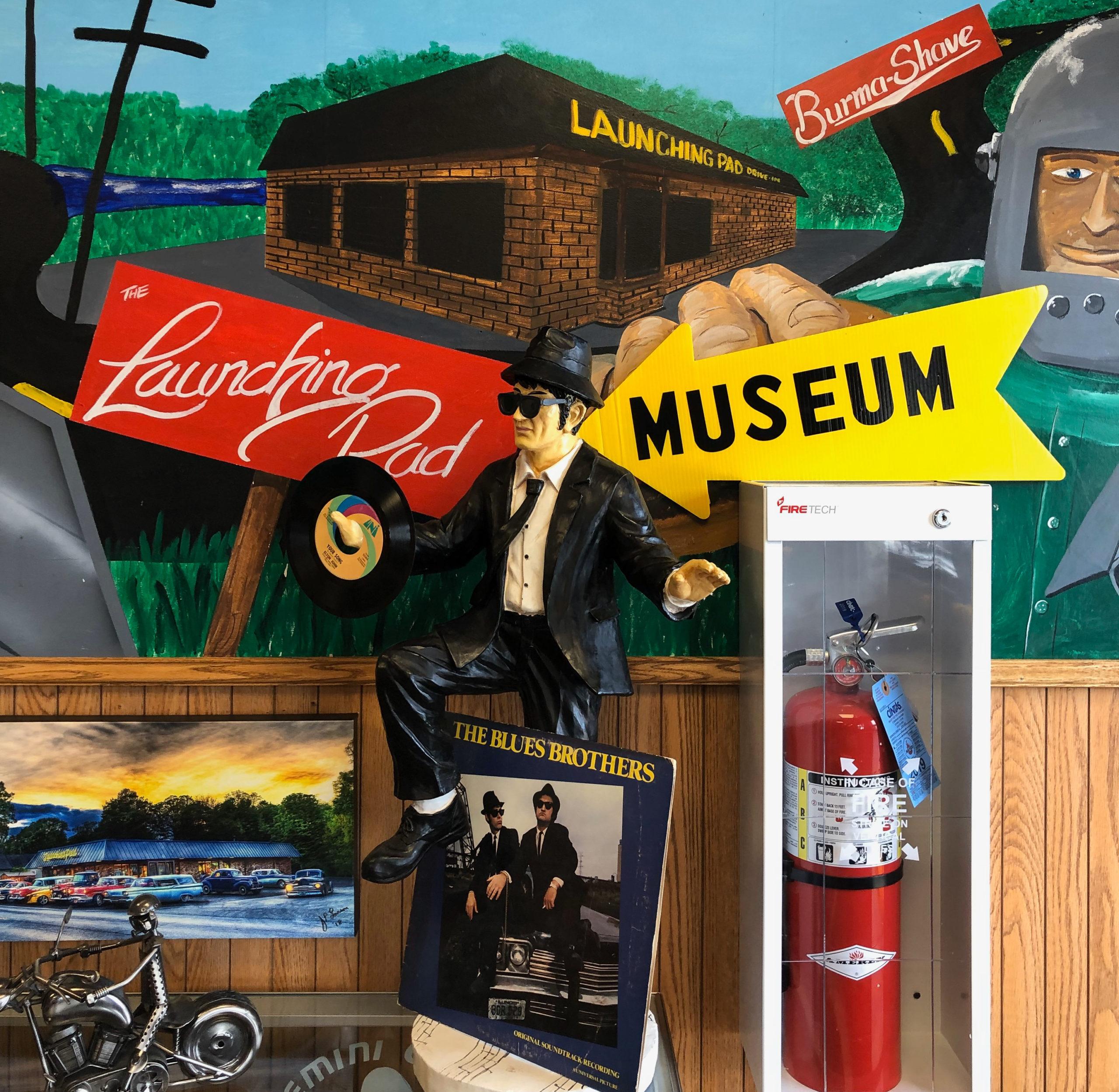 Das hauseigene Museum über dei Route 66 im Restaurant The Launching Pad in Wilmington Illinois mit Elwood Blues