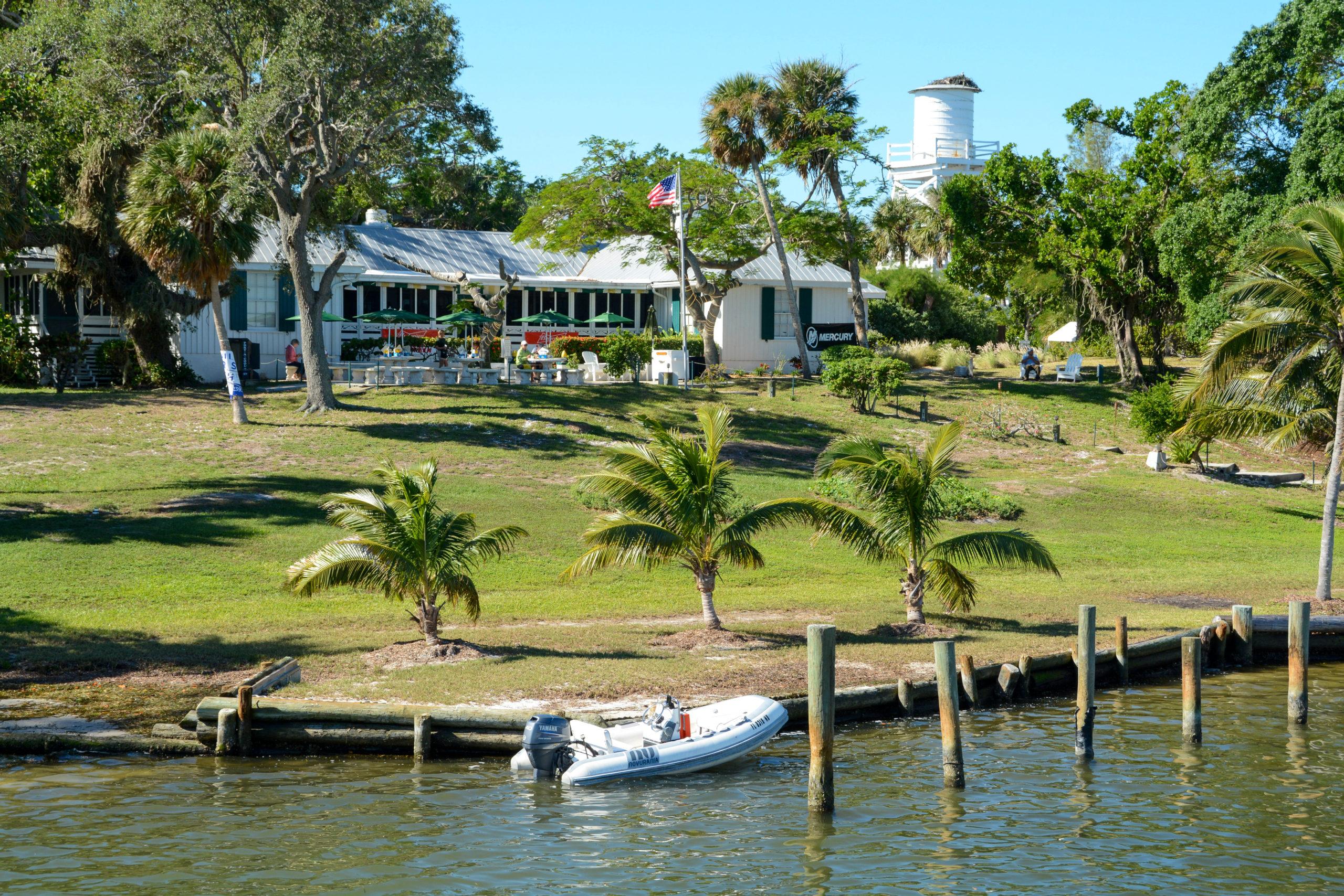 Blick auf die Insel in Florida auf der Ernest Hemingway und Jimmy Buffett gewesen sein sollen mit Turm, Restaurant und Bötchen