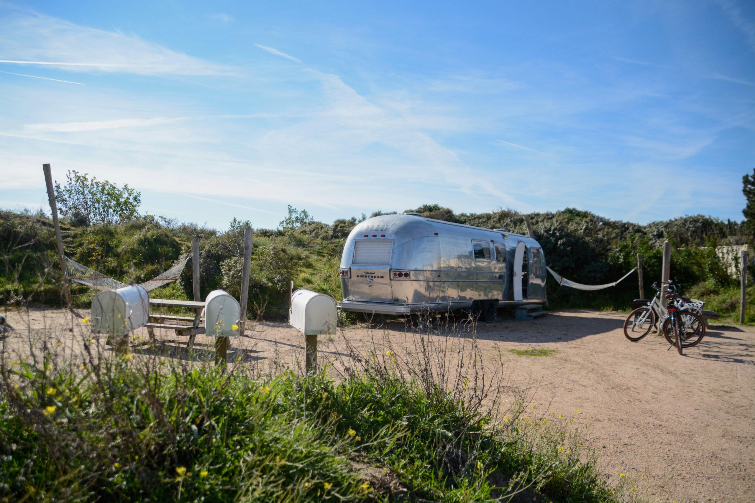 Camping im Airstream in Holland bedeutet auch mehr Platz für das Individuum und einem schönen Briefkasten