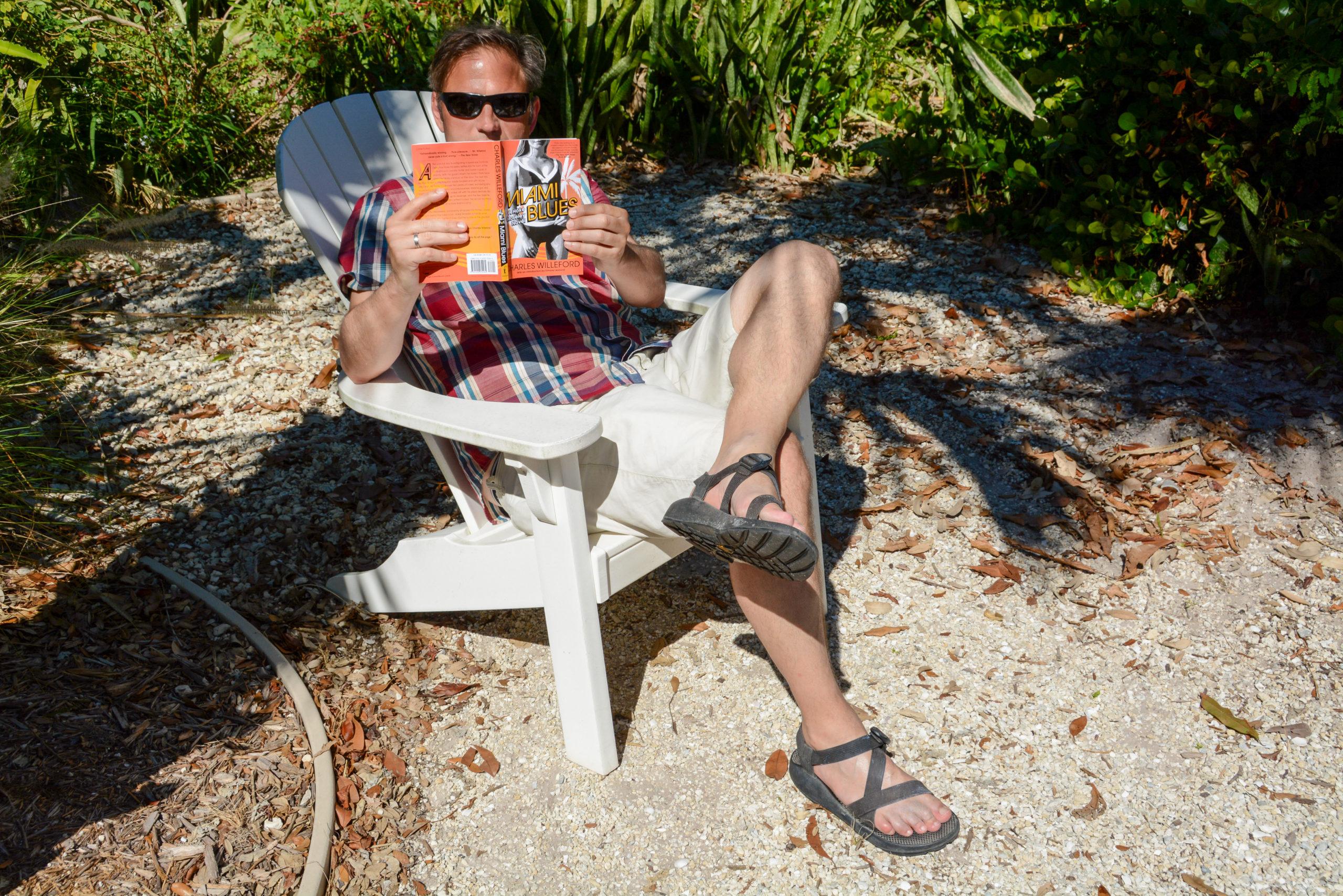 """Autor Ralf Johnen liest in """"Miami Blues"""" von Charles Willeford"""