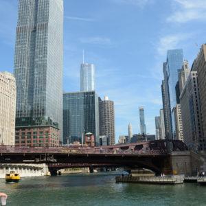 Bootstour durch die Wolkenkratzerschluchten von Chicago sind übrigens eine unvergessliche Sache