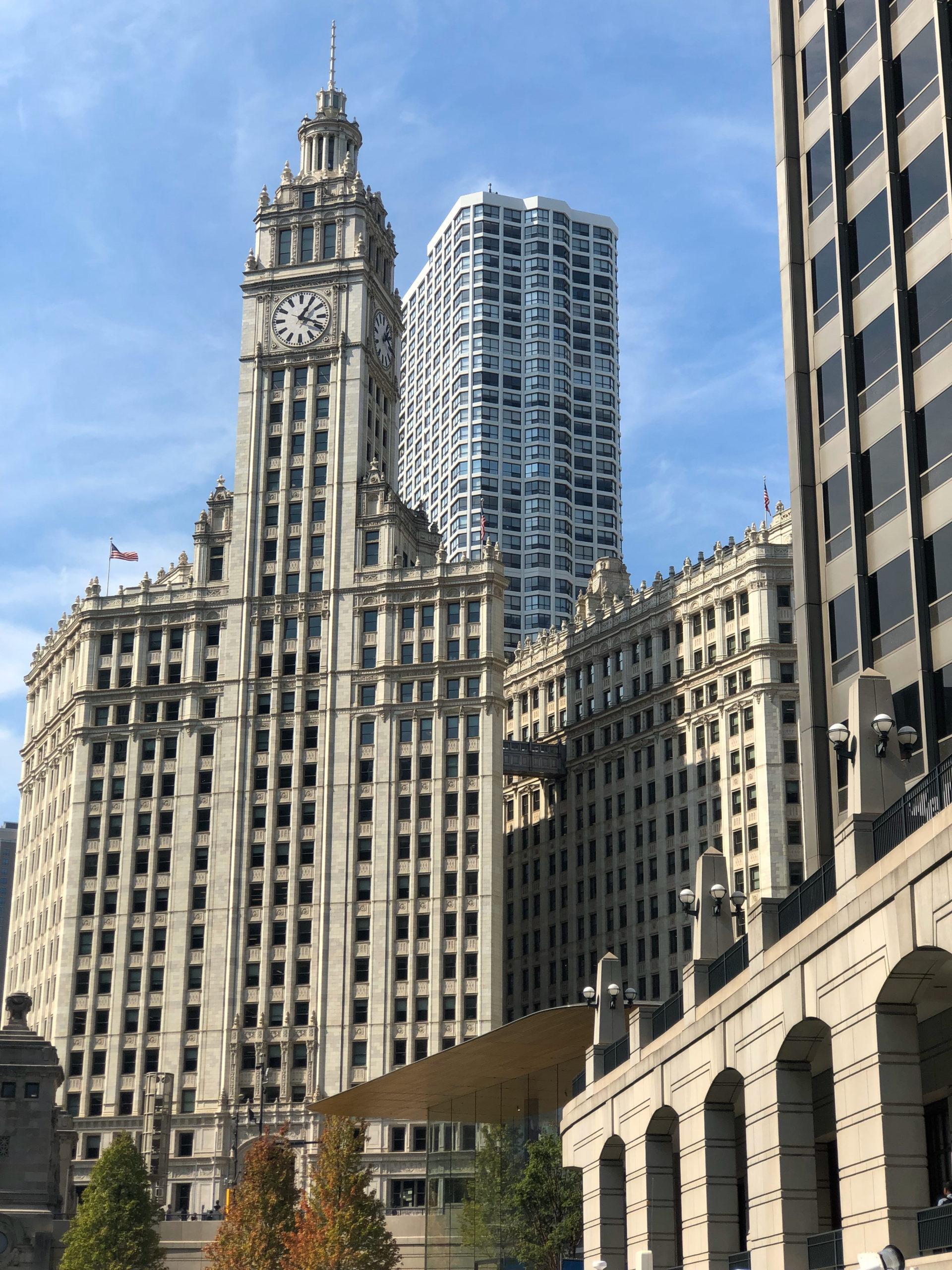 Das formidable Wrigley Building in Chicago gilt als Prototyp der neogotischen Wolkenkratzers