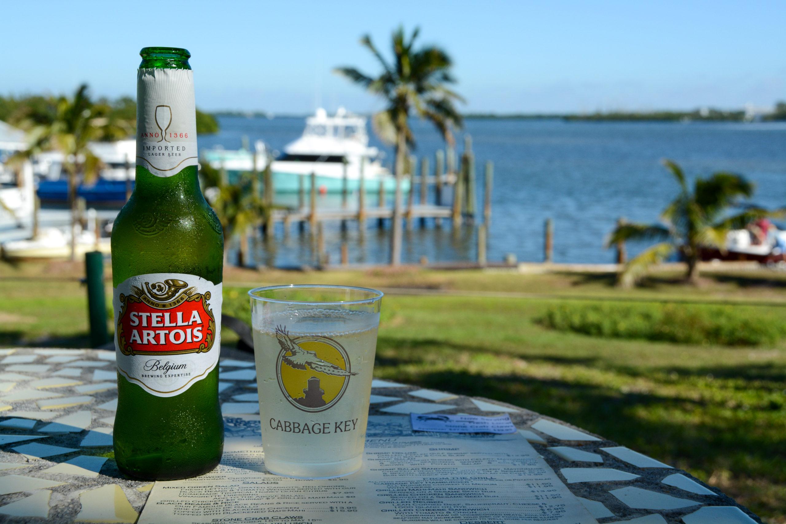 Ein kaltes Stella Artois und ein Sauvignon Blanc auf Cabbage Key