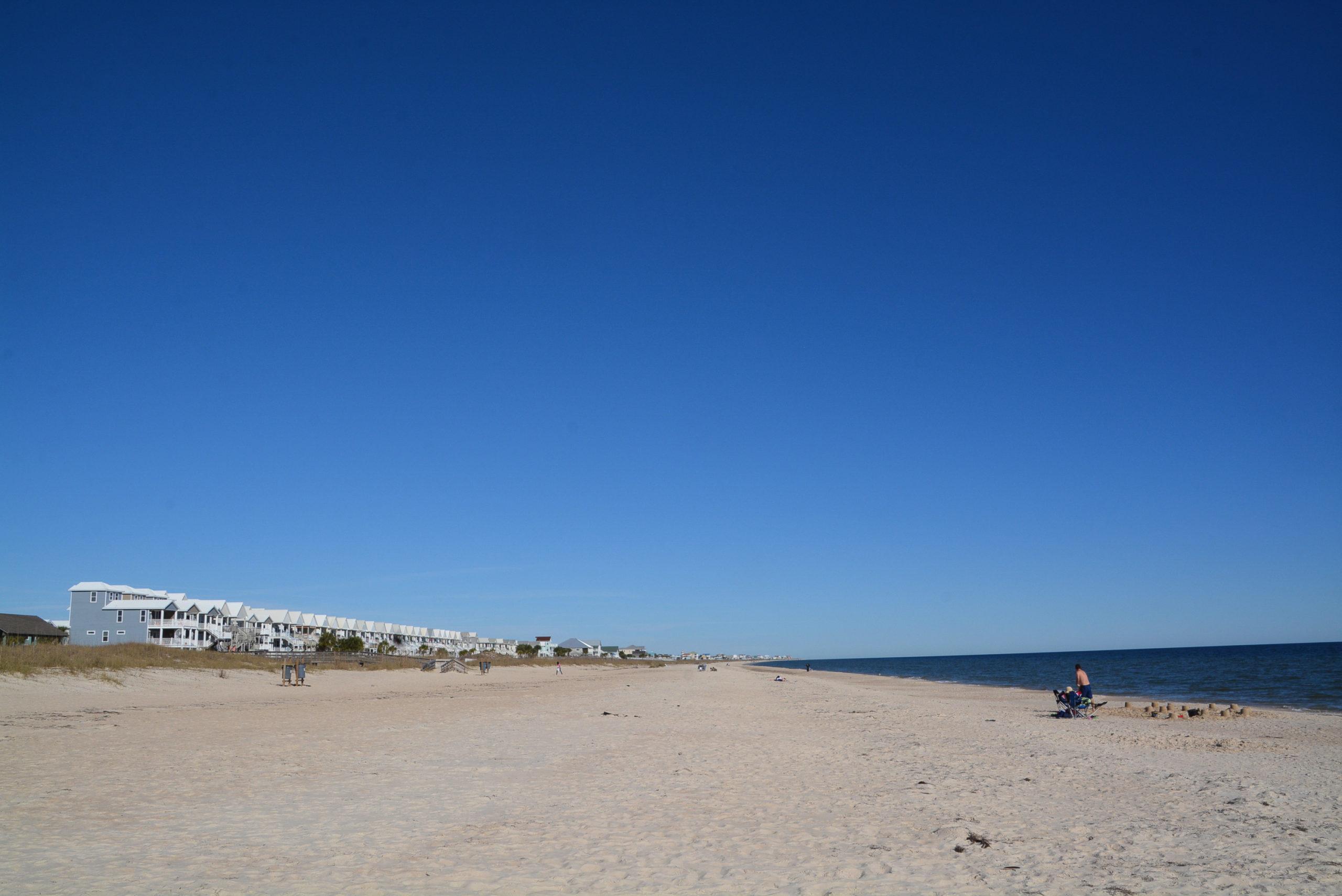 Strand mit Küstenhäusern in der Nähe von Apalachicola