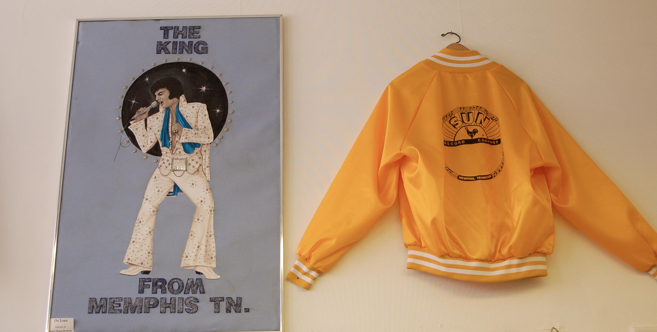 Jacke vom Sun Label und Bild von Elvis in der Rockabilly Hall of Fame