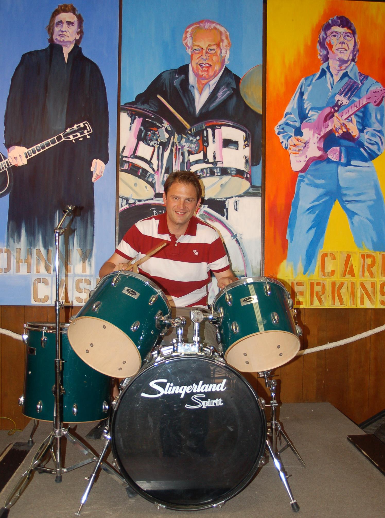 Ralf Johnen an den Drums in der Rockabilly Hall of Fame