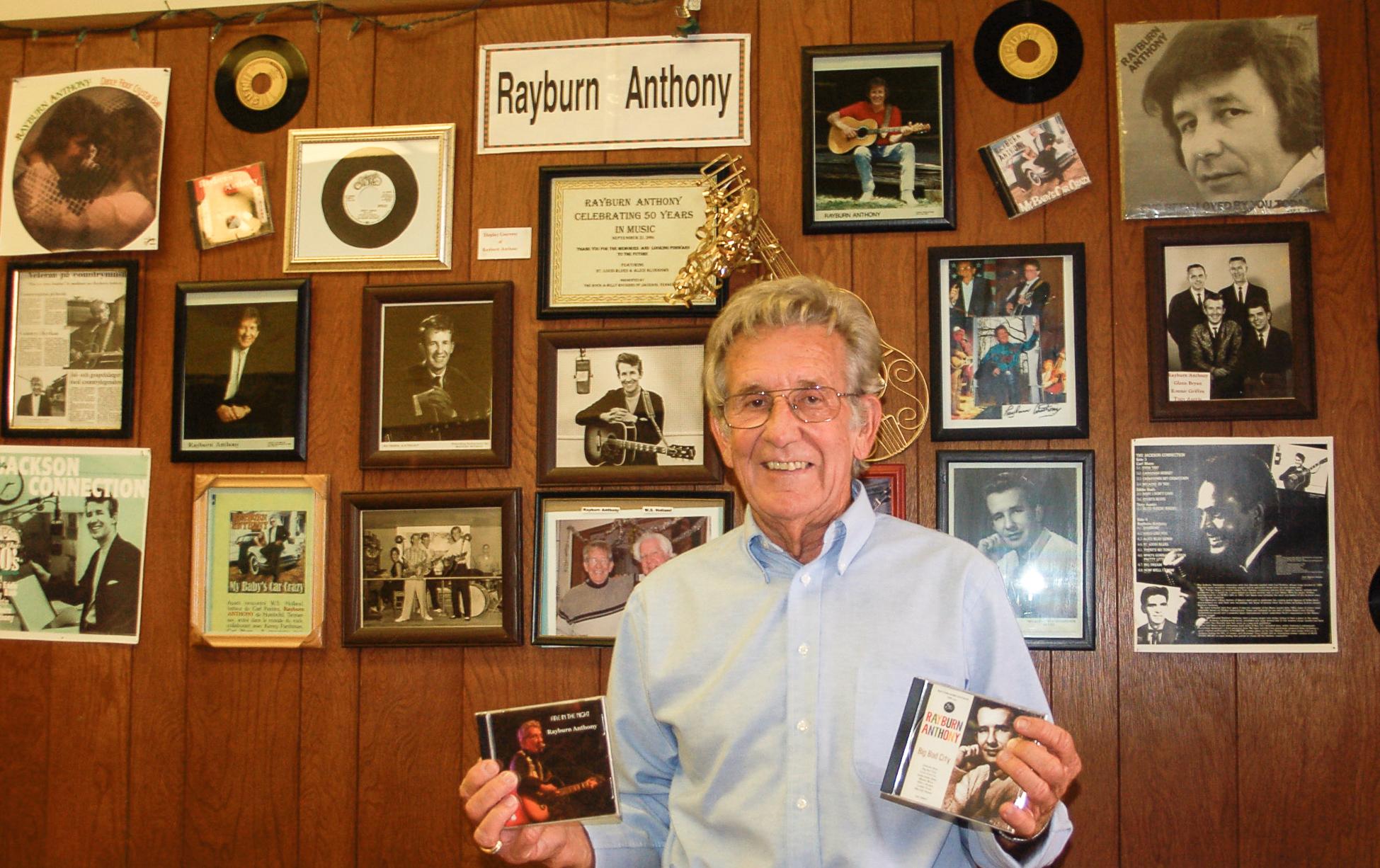 Rayburn Anthony in der Rockabilly Hall of Fame mit Devotioanlien