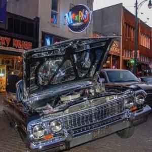 Klassische amerikanische Automobile während einer Ausstellung auf der Beale Street in Memphis
