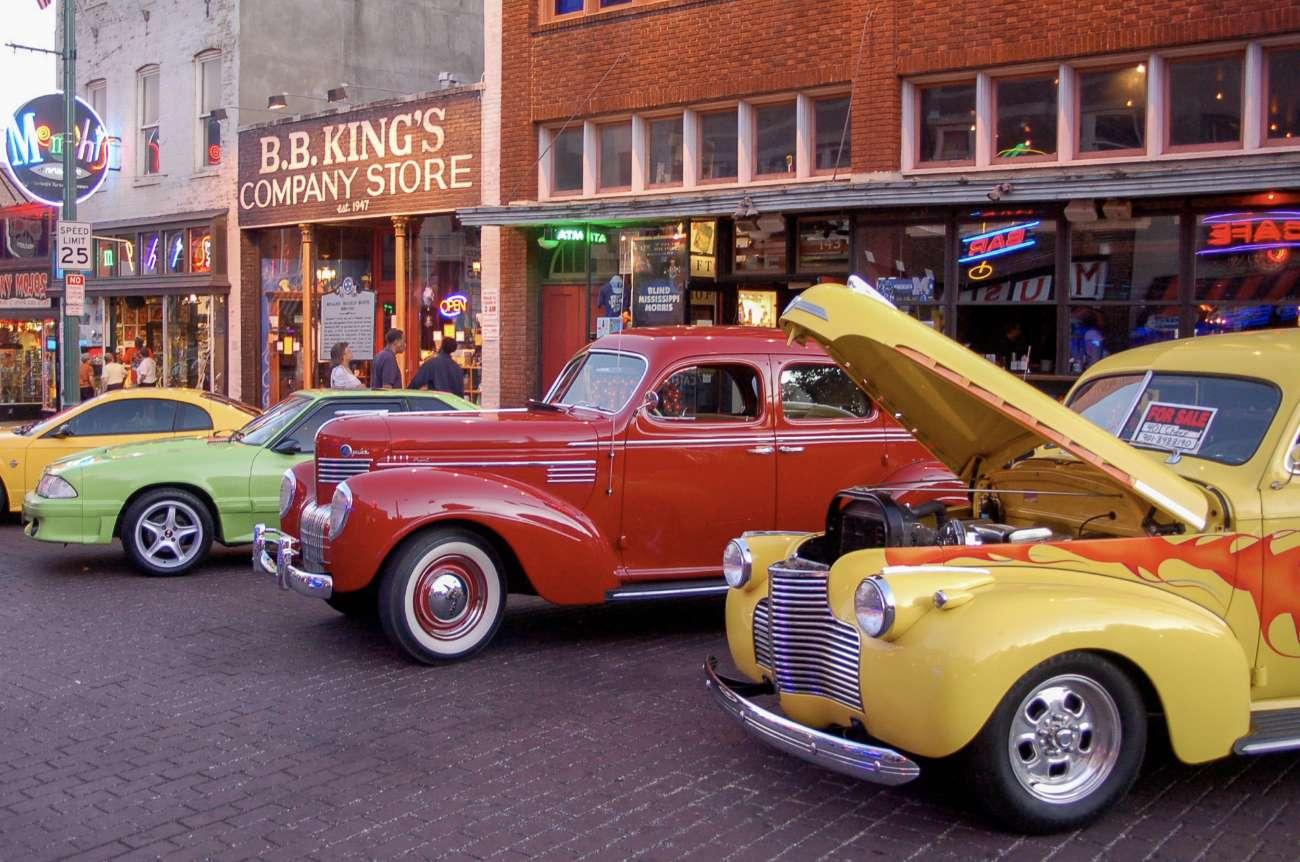 Oldtimer auf der Beale Street in Memphis