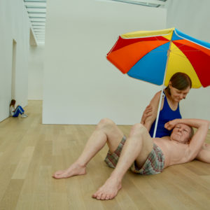 Badende Senioren aus Wachs - ein Kunstwerk von Ron Mueck fürs Instagram-Zeitalter