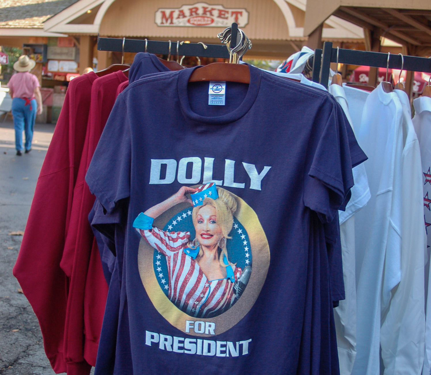 Dolly for President, T-Shirt in Dollywood