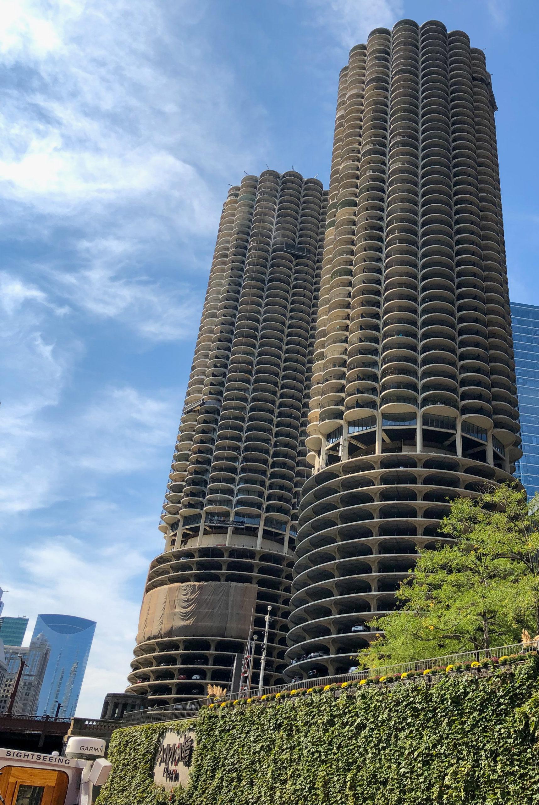 Die Marina Towers in Chicago werden gerne mit Maiskolben verglichen.