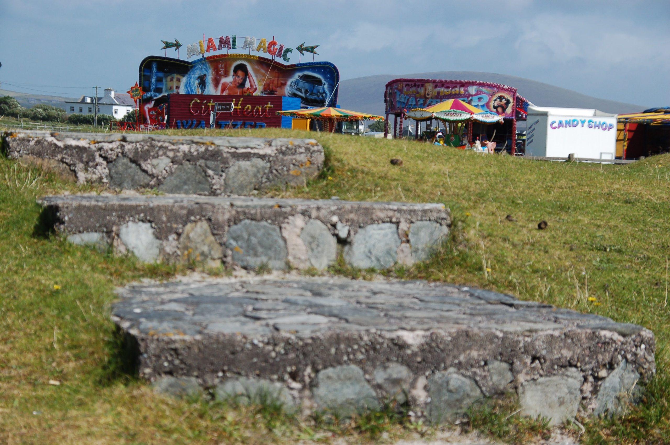 Ein Jahrmarkt im Grünen auf der Insel Achill Island