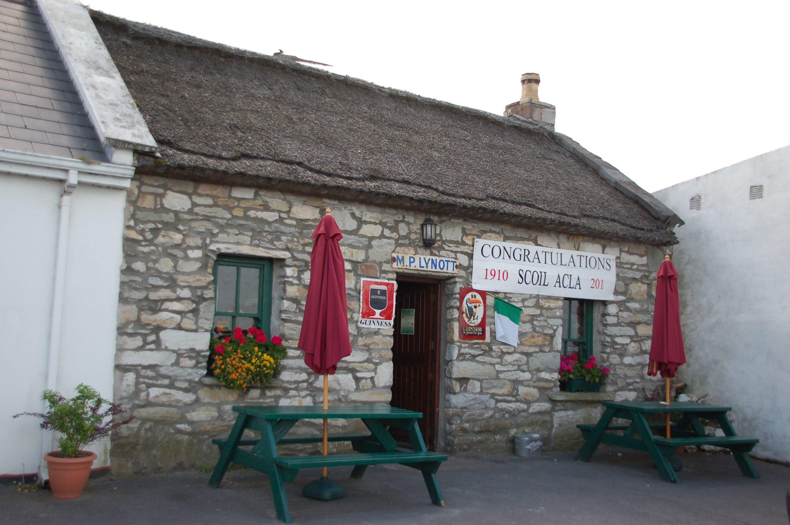 Winzige Kneipe Lynott auf Achill Island, wo es einst Heinrich Böll hingezogen hat