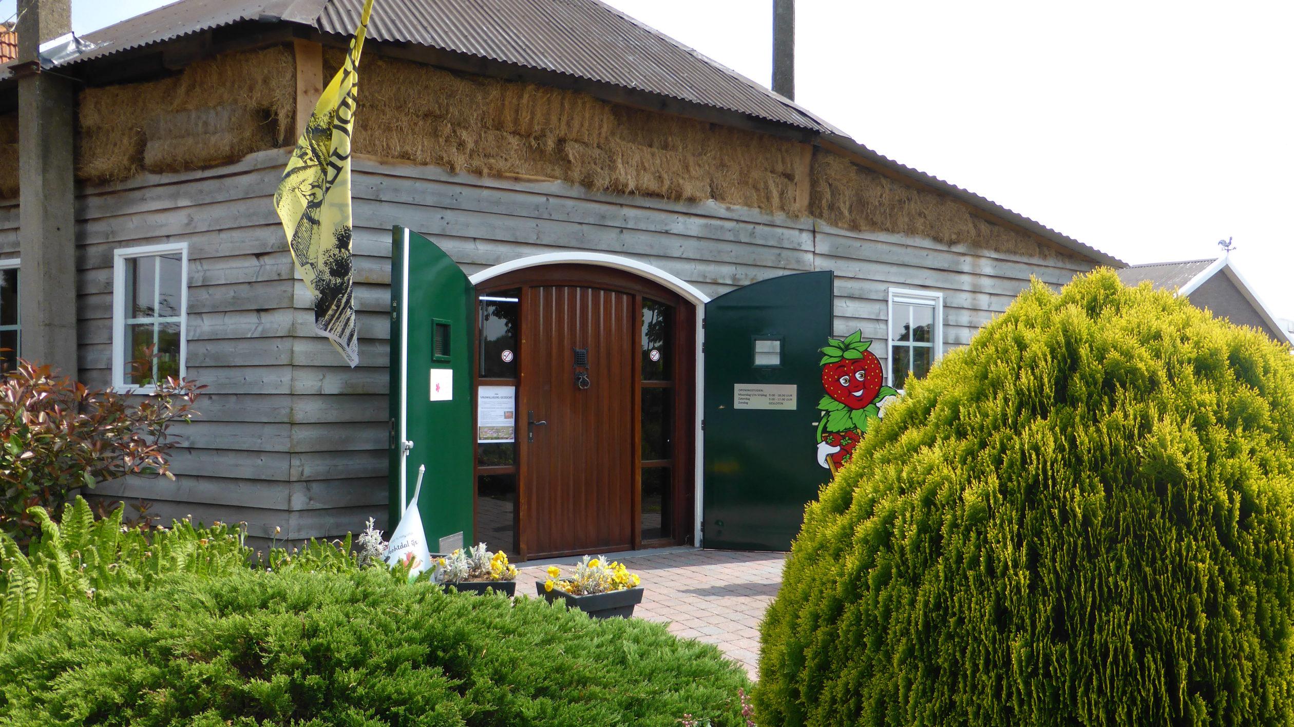 Ein Bauernhaus mit Hofladen verspricht Leckereien während der Radtour durch das andere Holland