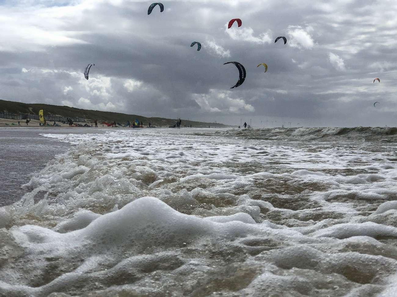 Kitesurfer in Castricum aan Zee