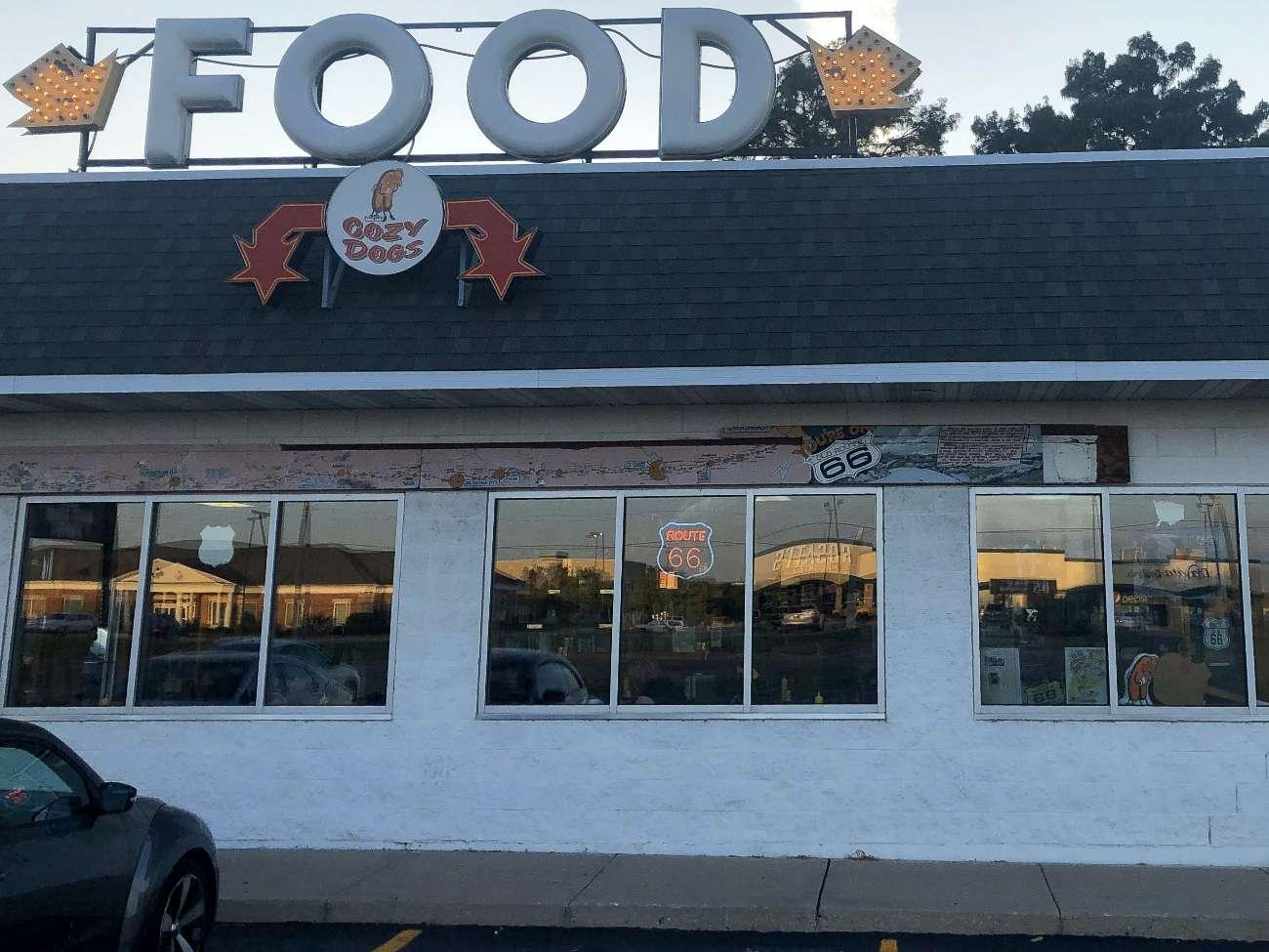 Das Restaurant Cozy Dog in Springfield von außen