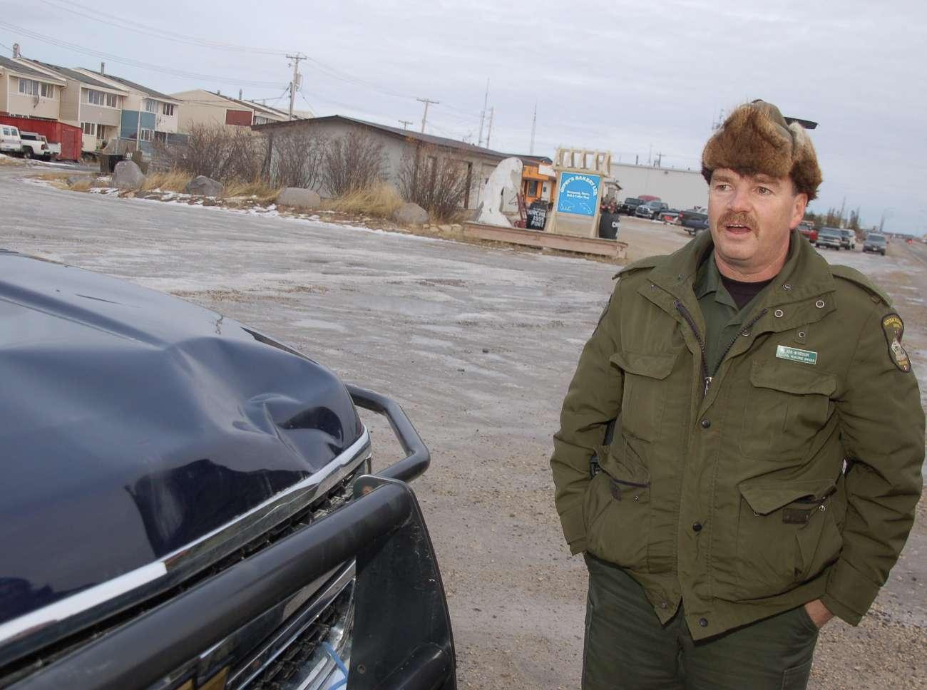 Bob Windsor hält im kanadischen Städtchen die Eisbären in Schach.