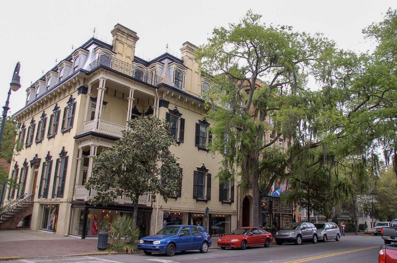 Savannah ist derweil bekannt für sein historisches Stadtbild mit unter anderem historischen Villen