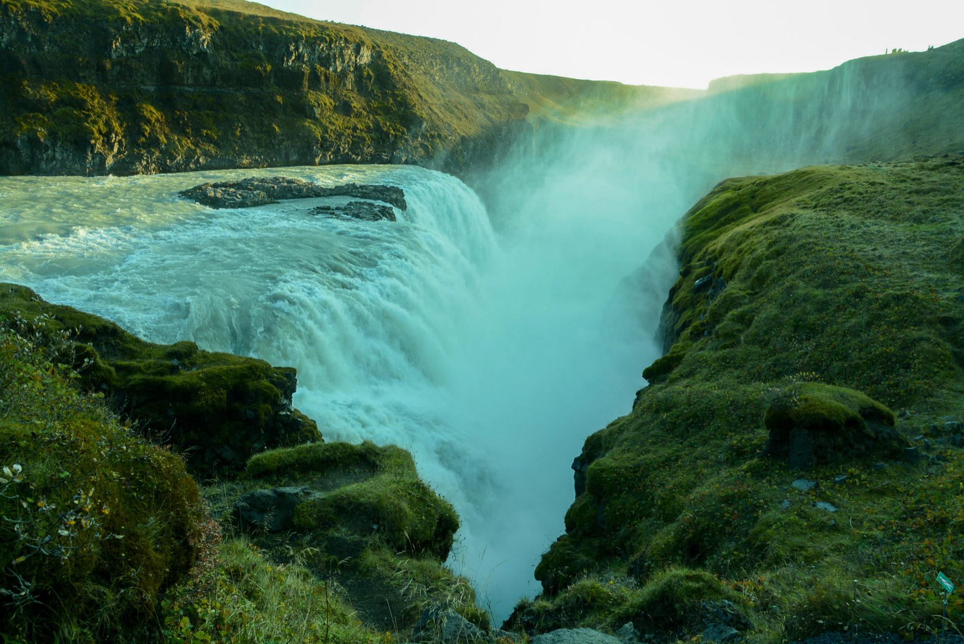 Der Wasserfall Gullfoss gehört zum Golden Circle in Island