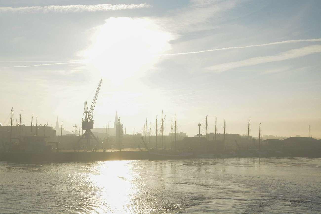 Die Stadtsilhouette von Harlingen in Holland