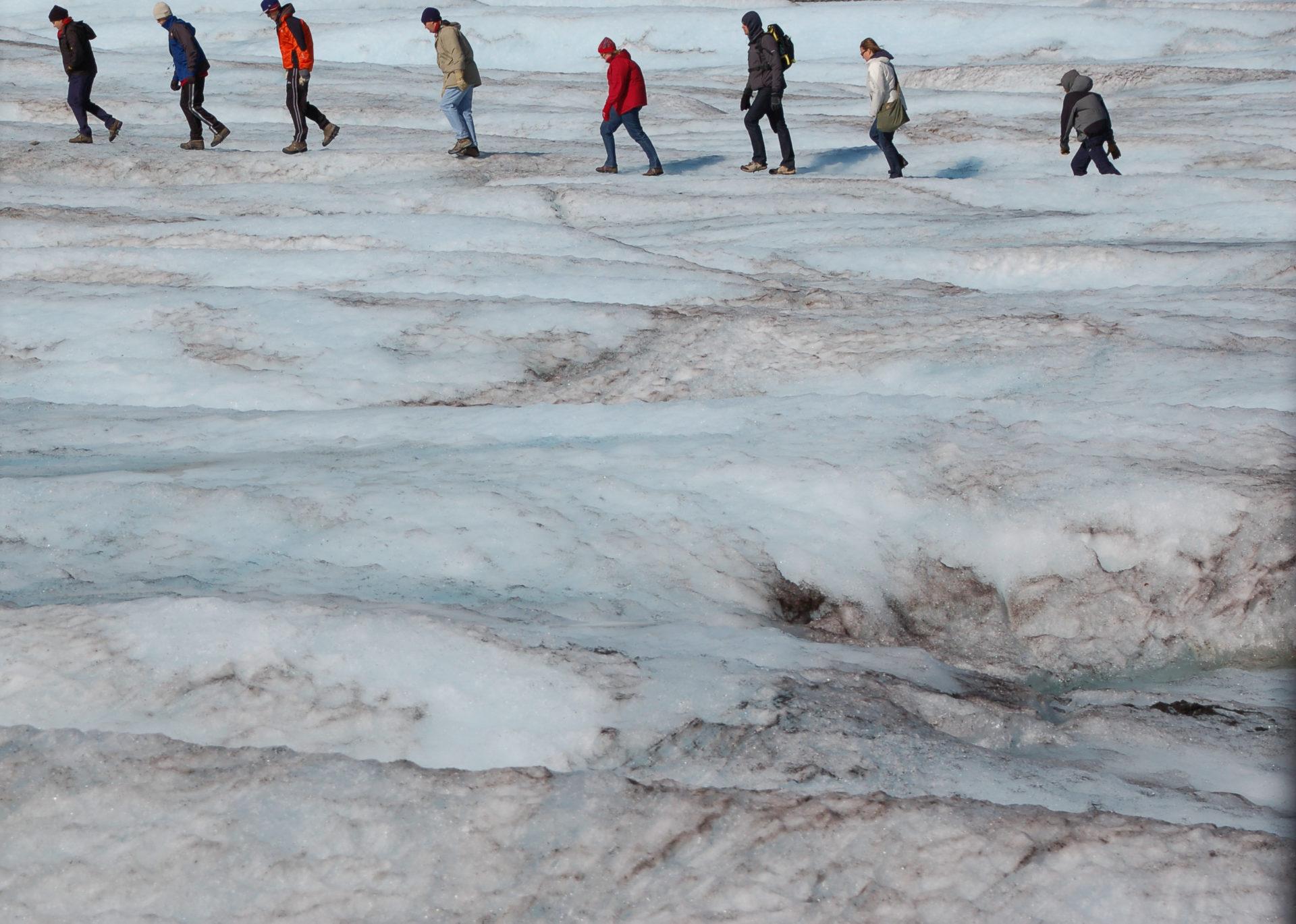 Wanderer auf dem Columbia Ice Field bei Jasper in Kanada