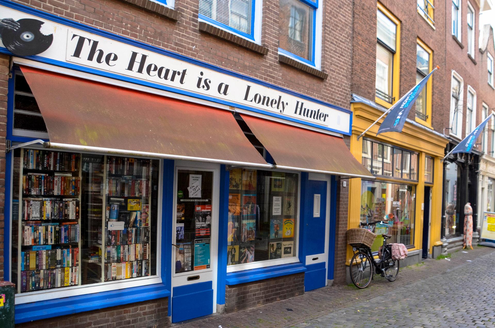 Kleine, eigentümergeführte Geschäfte bestimmen die Fußgängerzone von Leiden