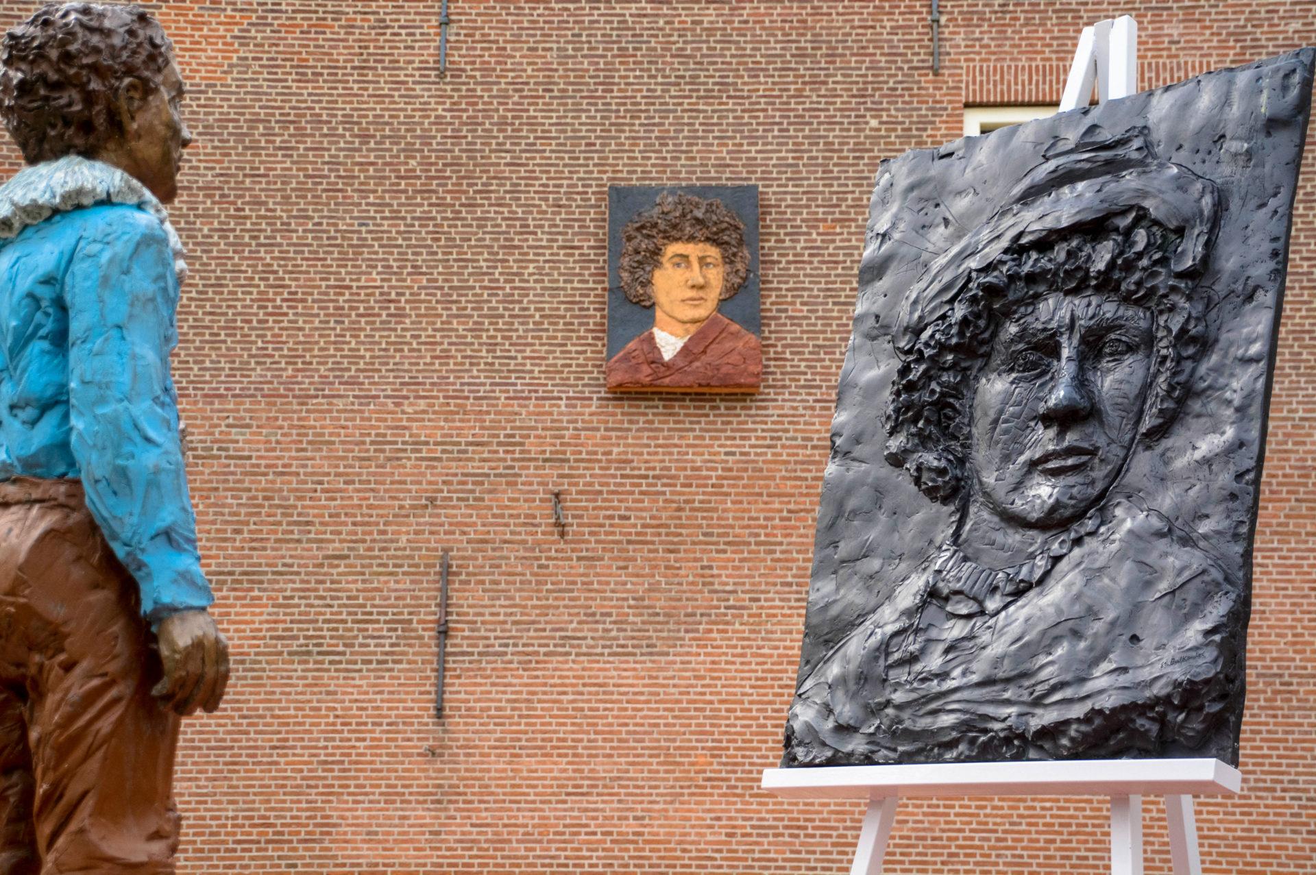 Rembrandt Denkmal, Giebelstein und Gemälde in Leiden, der Geburtsstadt von Rembrandt van Rijn
