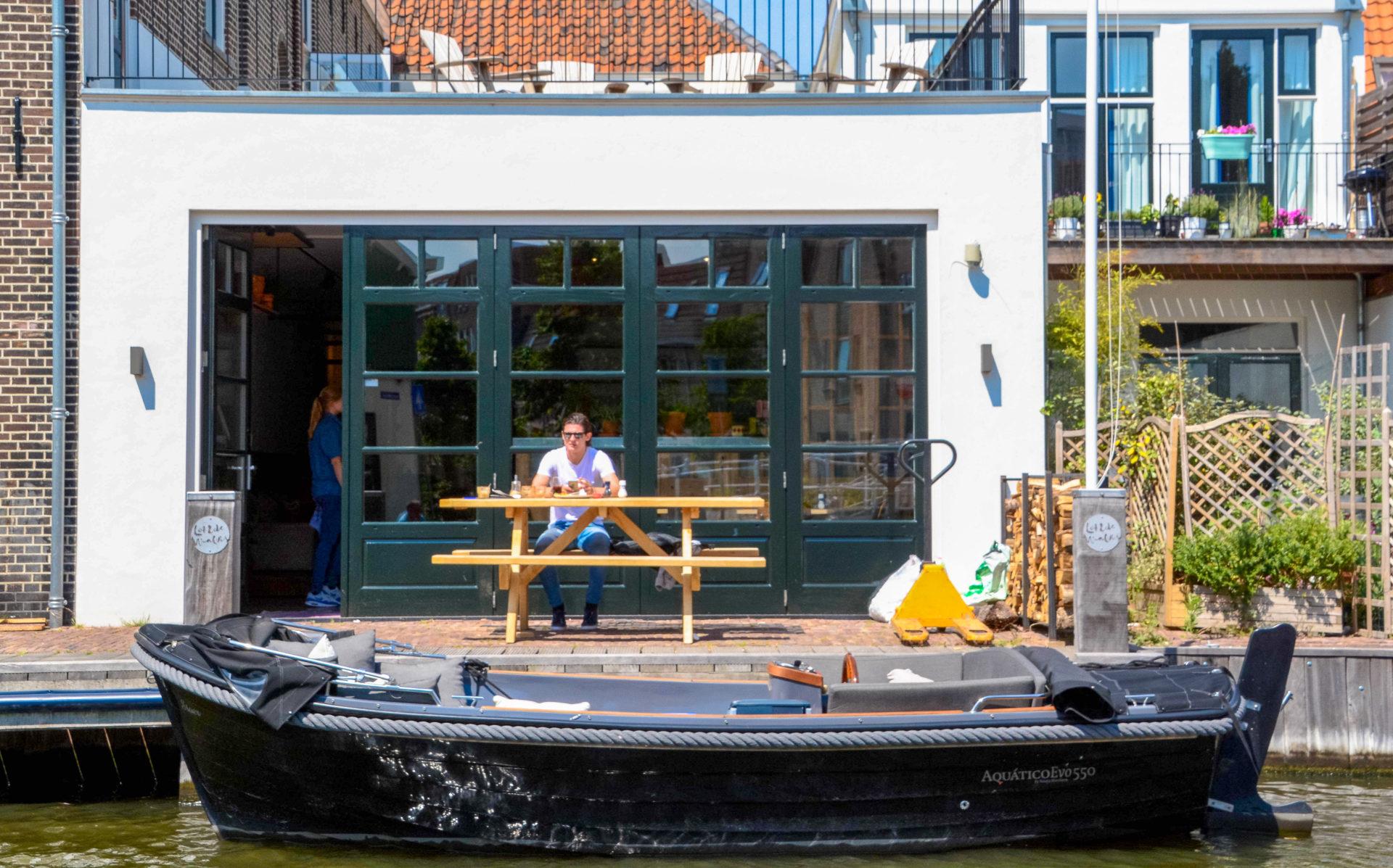 Eine Grachtenrundfahrt gehört zu den reizvollsten Attraktionen beim Stadturlaub in Leiden
