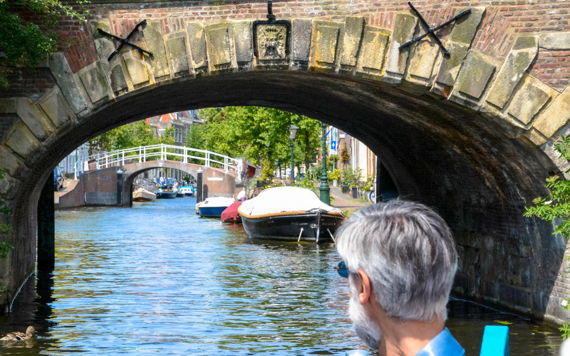 Grachtenrundfahrt in Leiden ist eine Top-Attraktion beim Stadturlaub in Leiden