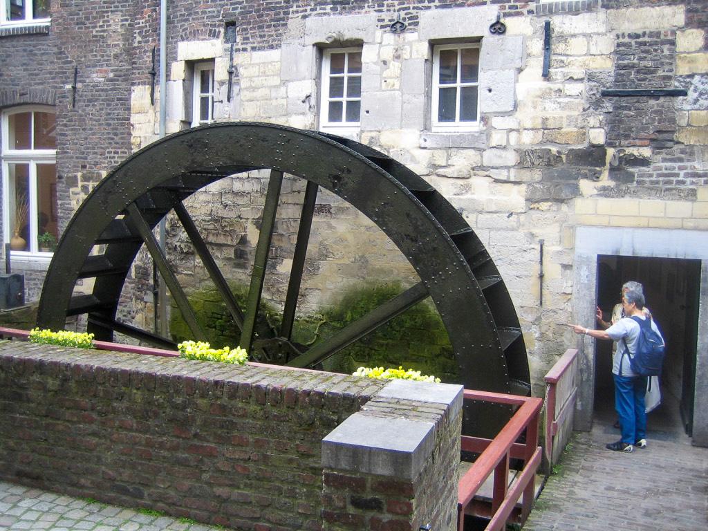 Die Erlebnisbäckerei Bischopsmolen In Maastricht mit Mühle