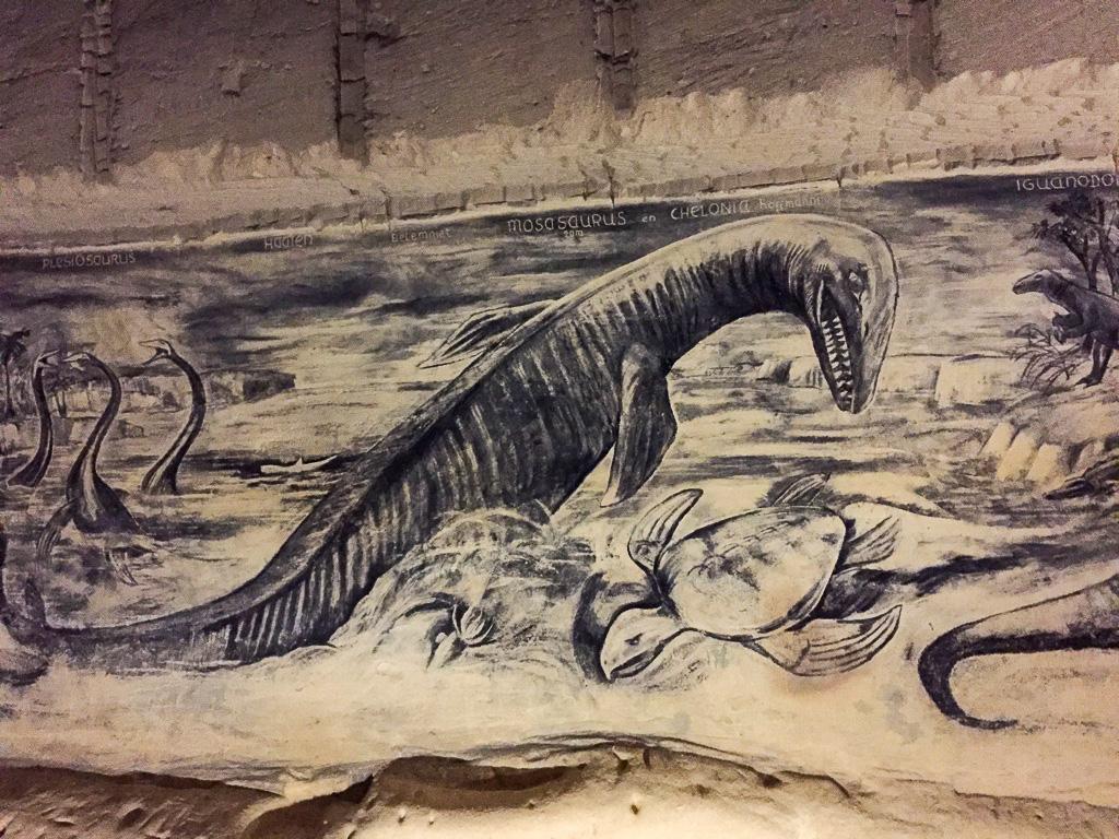 Dinosaurier Malereien in den Höhlen am Sint Pietersberg in Maastricht