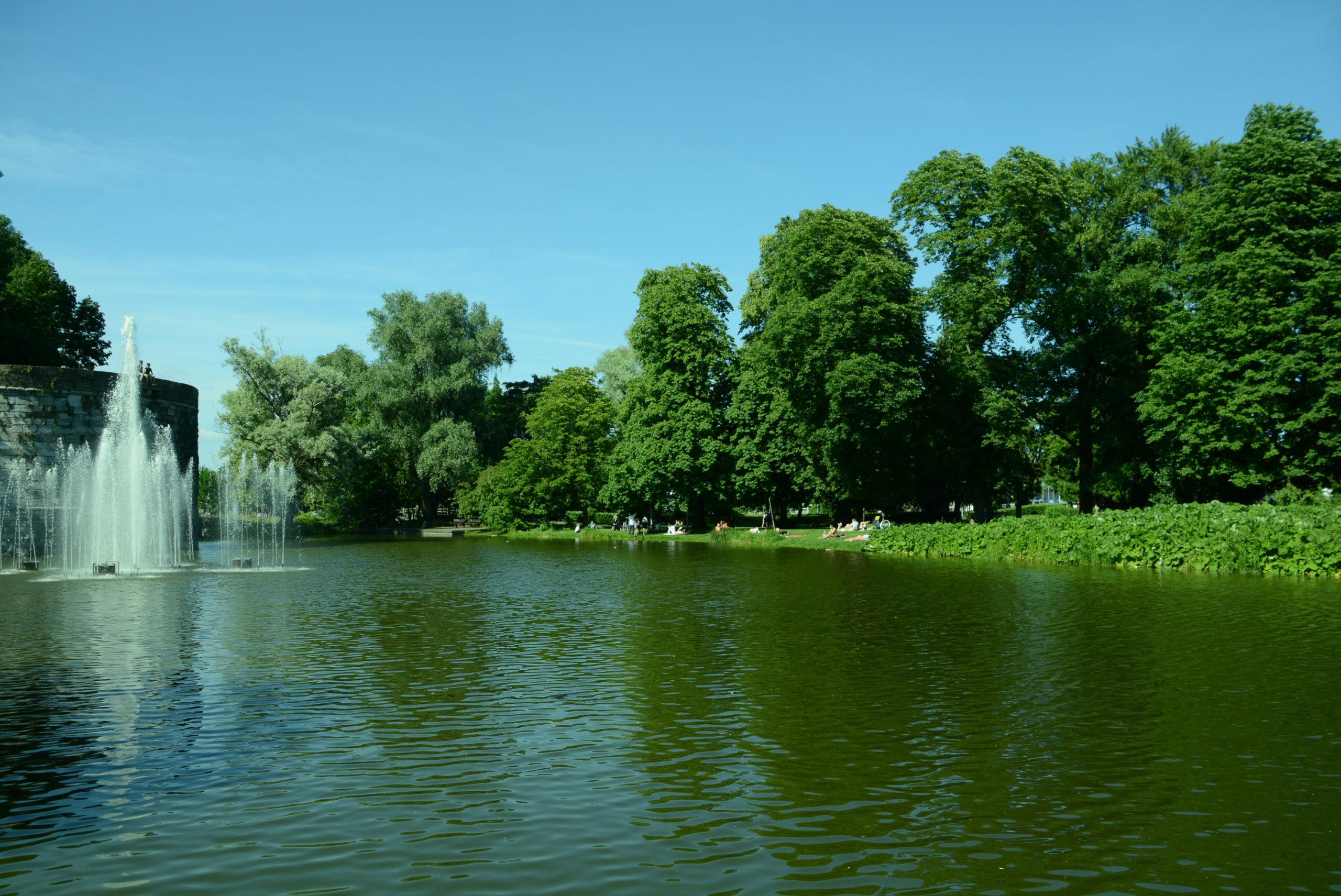 Der Stadtpark von Maastricht mit Springbrunnen