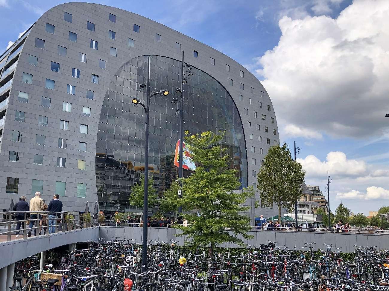 Die neue Markthalle von Rotterdam hat das Architekturbüro MVRDV entworfen.
