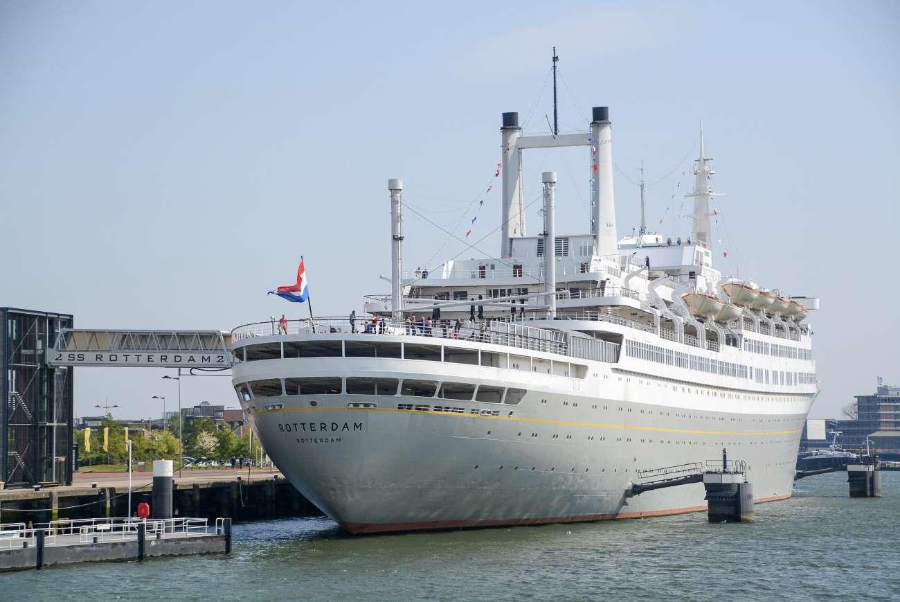 Die SS Rotterdam war einst ein glorreicher Ozeanriese. Heute liegt sie in der zweitgrößten Stadt der Niederlande dauerhaft vor Anker.