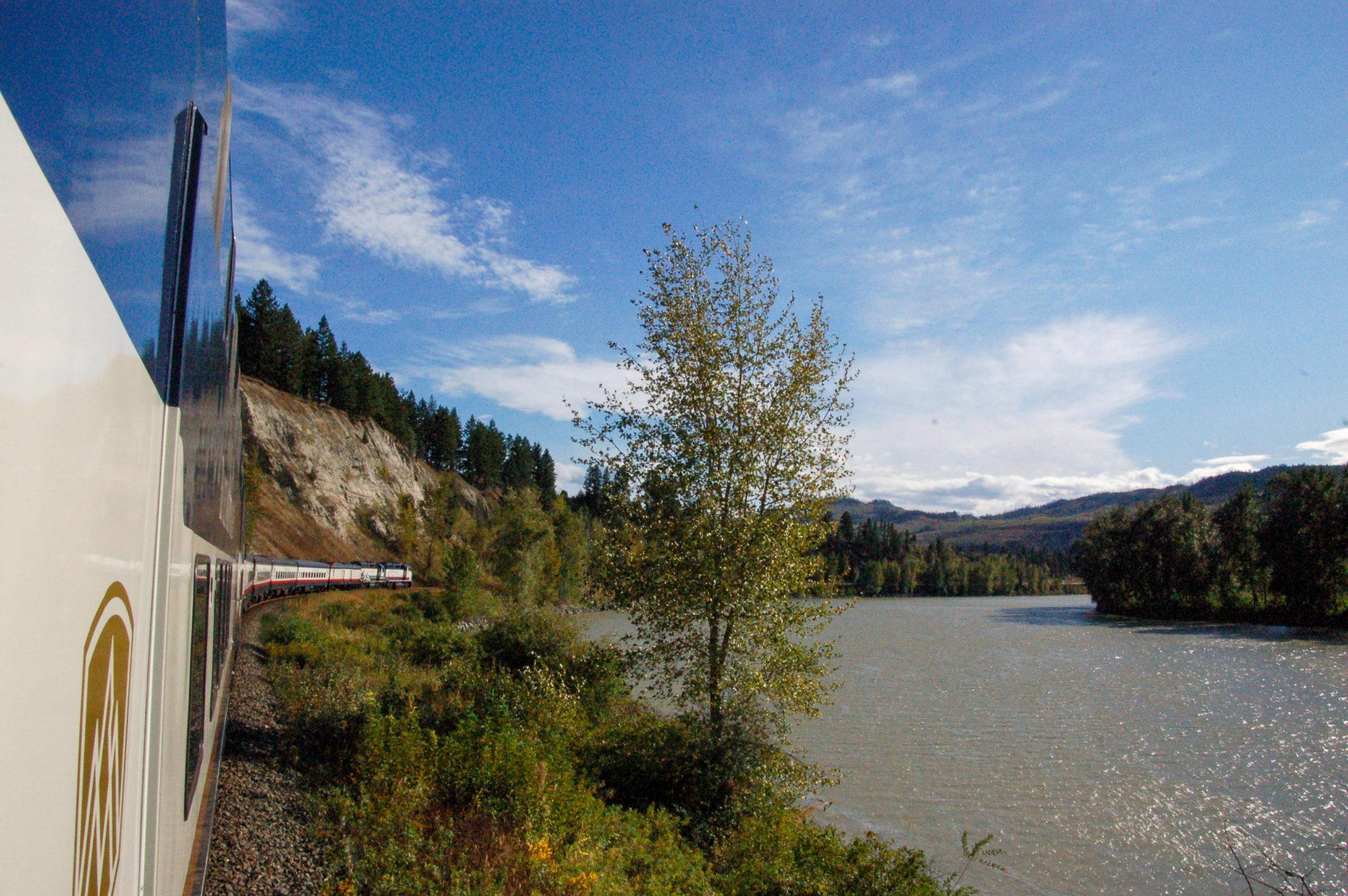 Der Zug durch die die kanadische Landschaft auf dem Weg nach Kamloops