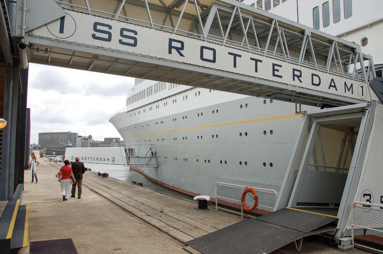 Der Eingangs des Ozeanriesens SS Rotterdam