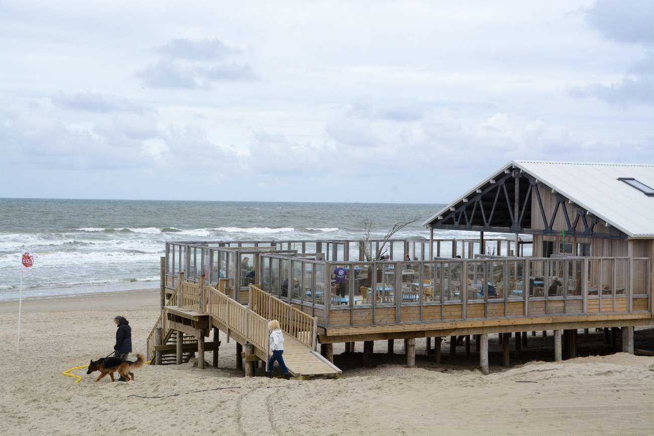 Der Strandpavillon Paal 17 gehört zu den besten Strandpavillons in den Niederlanden