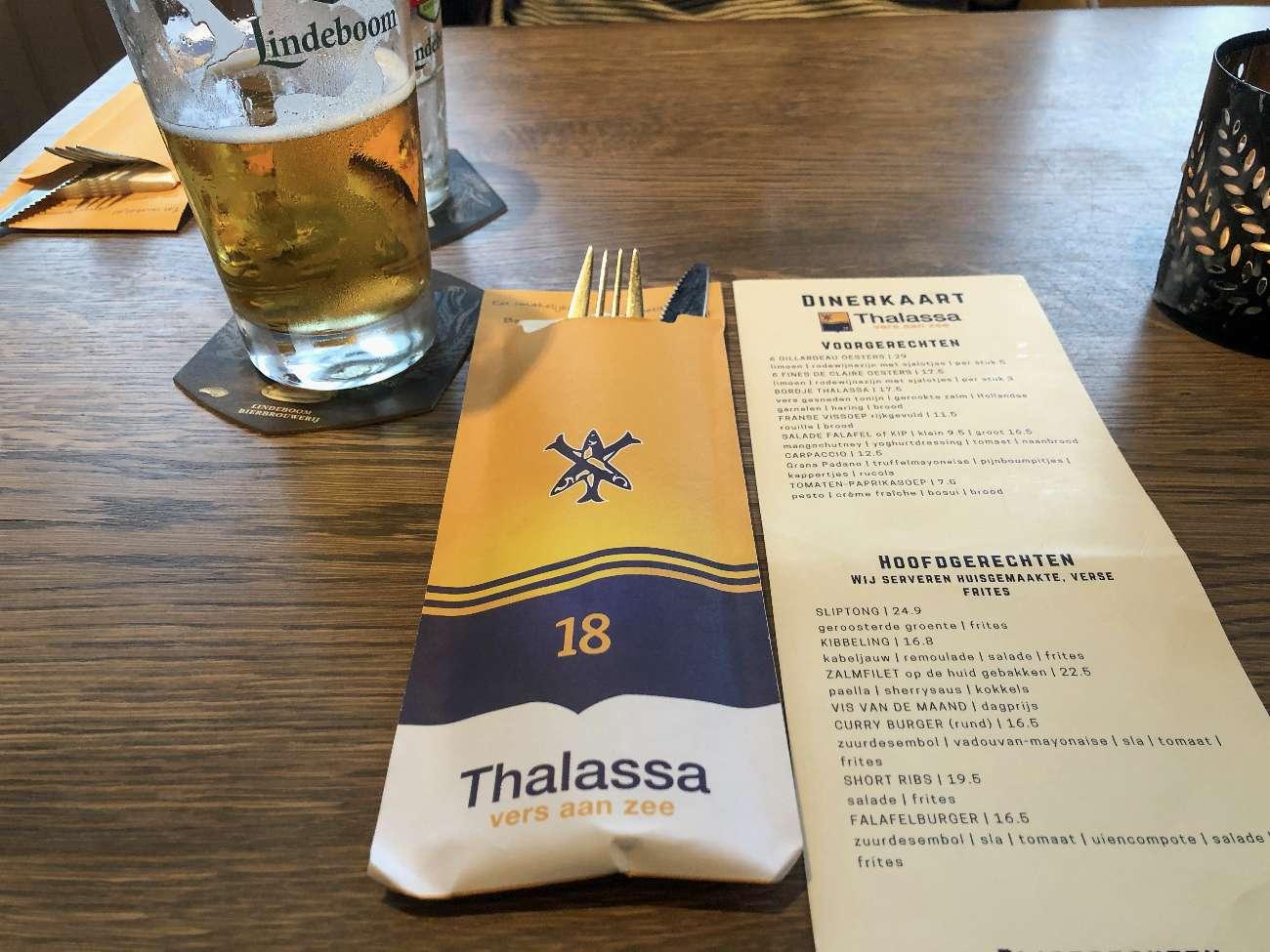 Speisekarte des Strandpavillons Thalassa in Zandvoort aan Zee in den Niederlanden