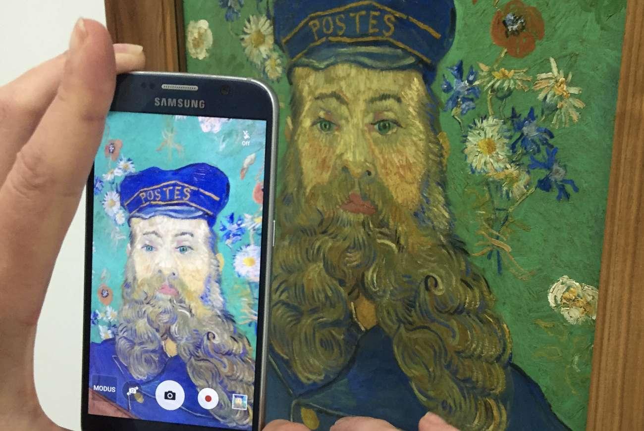 Ein Gemälde von Vincent van Gogh im Kröller-Müller-Museum im Nationalpark Hoge Veluwe wird abfotografiert