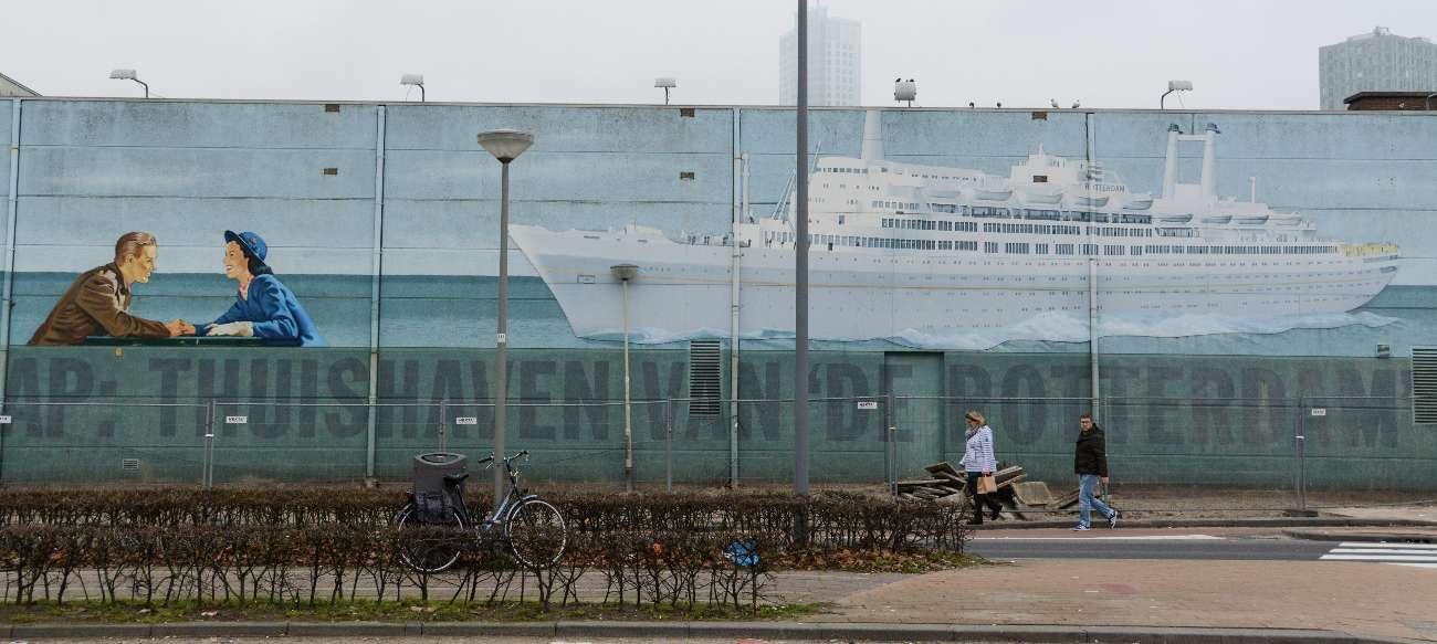Ein Mural mit der SS Rotterdam in Katendrecht.