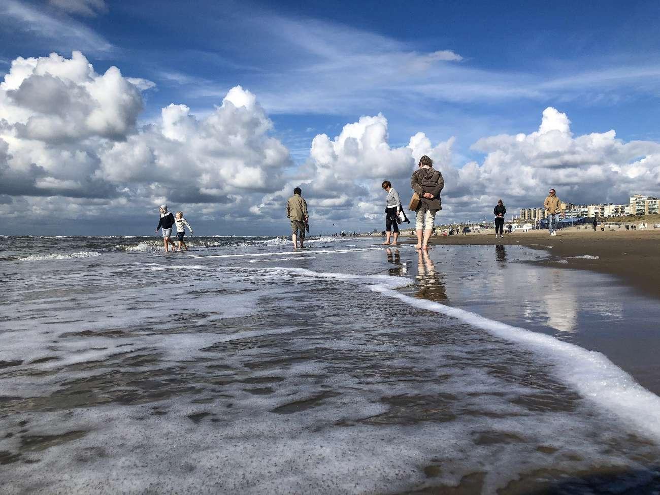 Strandszene in Zandvoort aan Zee bei Kaiserwetter